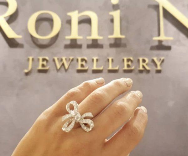 טבעת יהלומים עיצוב מיוחד ויוקרתי