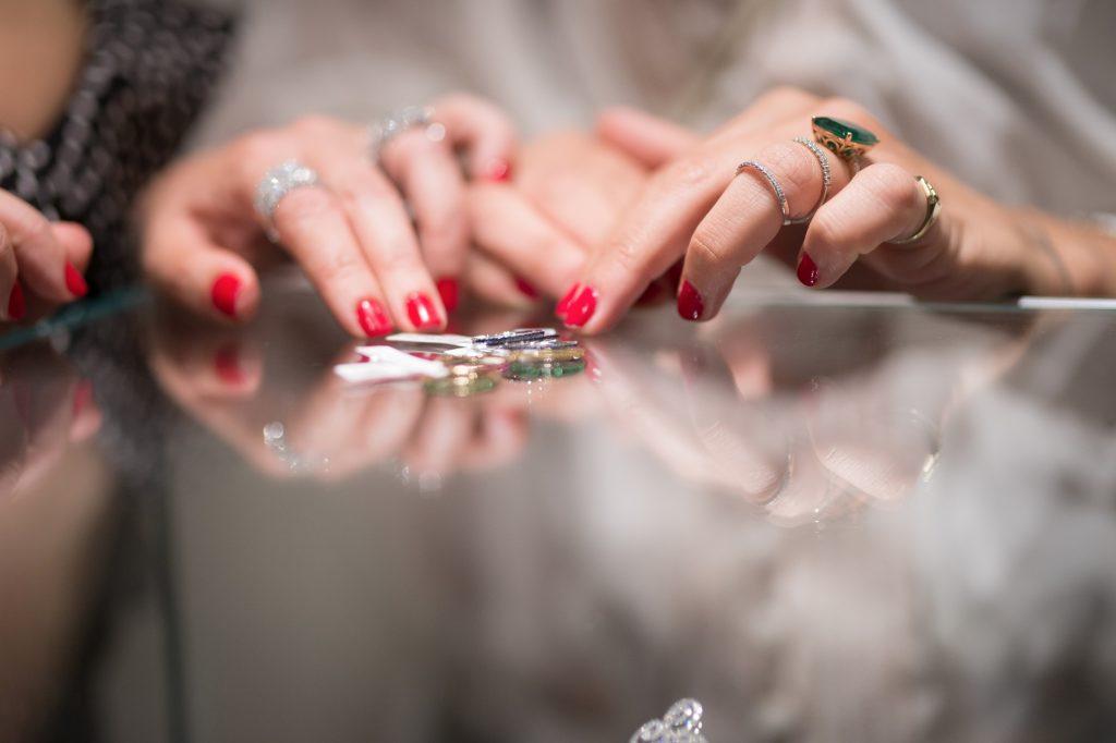 מעצבת תכשיטים , תכשיטי יהלומים , ענק יהלומים , צמיד יהלומים , טבעת יהלום , אבני חן , ספיר כחול , טבעת ירוקה , חנות תכשיטים נווה צדק תל אביב , עיצוב תכשיטים , יהלום , יהלומים , יהלומים תל אביב. RONI N JEWELLERY